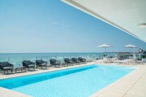 aparthotel-lignano-sabbiadoro-bar-piscina